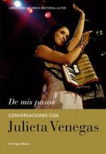 Julieta Venegas repasa su vida en el libro 'De mis pasos', de Enrique Blanc