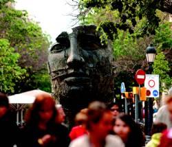 Las esculturas clásicas de Igor Kitaj impactan en el Eixample