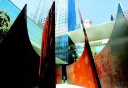 Richard Serra reta al espacio en el MoMA de Nueva York